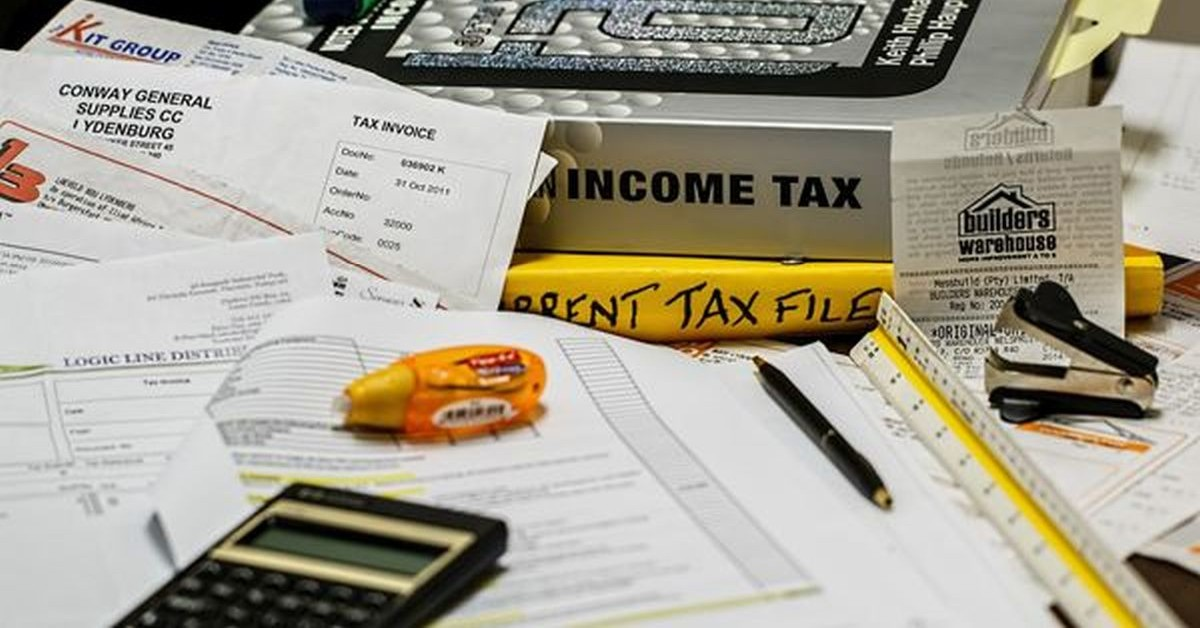 Which scheme should an employee choose to pay taxes in FY 2020-2021