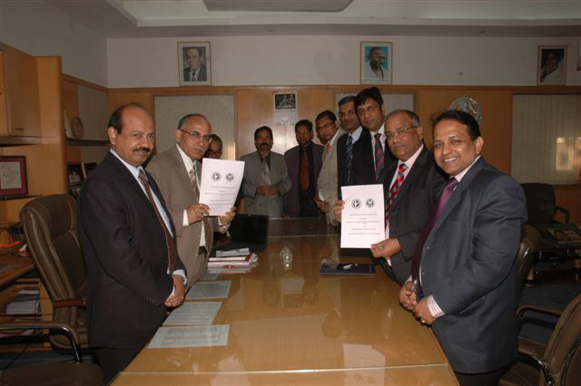 ICAI signs MOU for Insurance against Professional ...